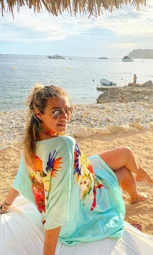 Luana Piovani exibiu praia nas redes sociais