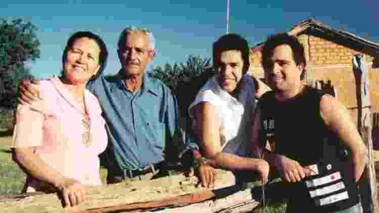 Dona Helena, seu Francisco Camargo, Zezé e Luciano; pai dos cantores morreu em novembro - Reprodução/Instagram - Reprodução/Instagram