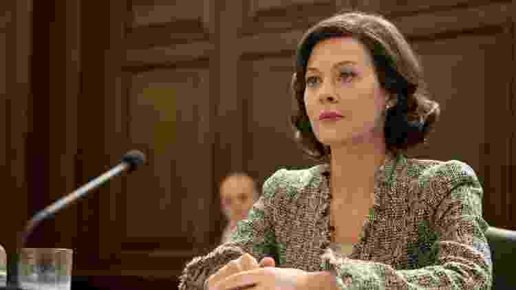 Helen McCrory em cena de '007 - Operação Skyfall' - Reprodução - Reprodução