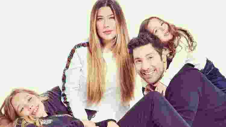 A Fazenda 2021: Victor Pecoraro com a mulher e as filhas - Reprodução/RecordTV - Reprodução/RecordTV