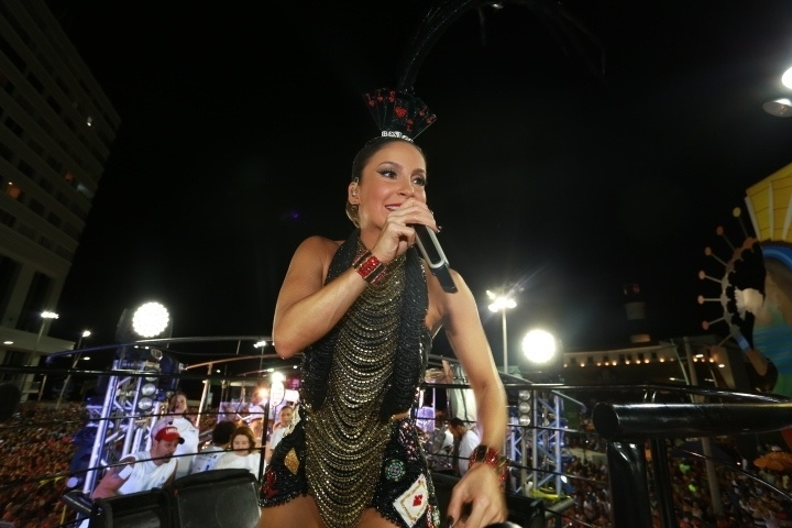 5.fev.2015 - Com o tema Las Vegas Claudia Leitte comanda o Cocobambu em Salvador