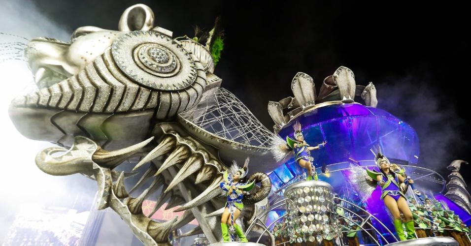 7.fev.2016 - Carro alegórico do Império de Casa Verde representa o mistérios sobre se há vida fora da Terra