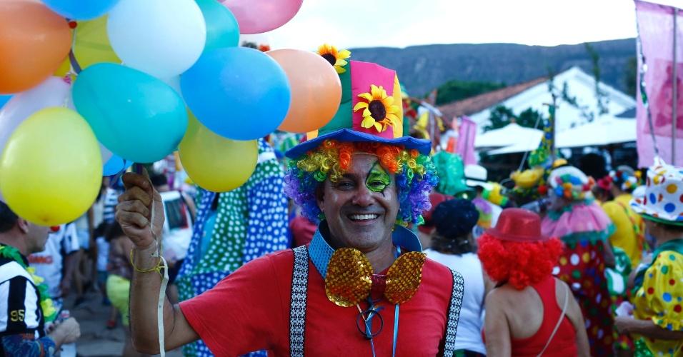 8.fev.2016 - Foliões se caracterizam de palhaços para curtir o Carnaval com o bloco Palhaçada, em Tiradentes (MG)
