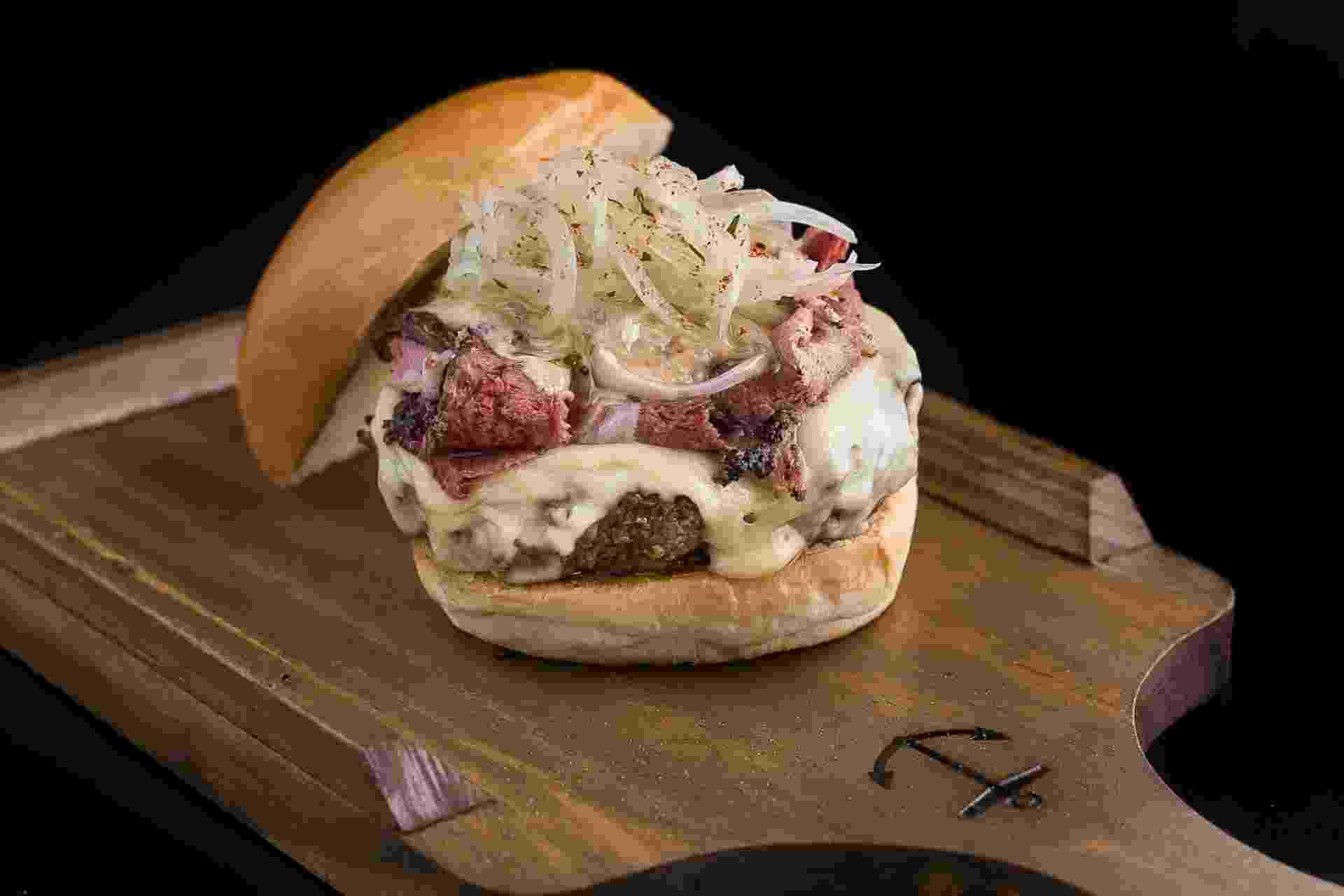 """NY Deli Burger (R$ 29) é uma das atrações do """"Burger No Quintal"""" - Divulgação"""
