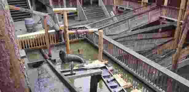 O interior da réplica da Arca de Noé tem animais de madeira - Divulgação/Ark of Noah Foundation