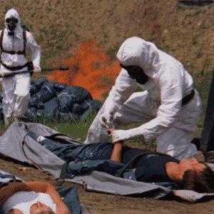 """""""O Exército do Extermínio"""" (""""The Crazies"""") (1973) - Um filme sobre a paranoia com os vizinhos e o militarismo, conforme um vírus artificial que causa insanidade escapa em uma cidadezinha - Divulgação"""