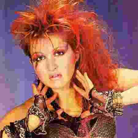 Muita gente usou papel crepom para conseguir os fios colorido de Cyndi Lauper nos anos 80 - Divulgação - Divulgação