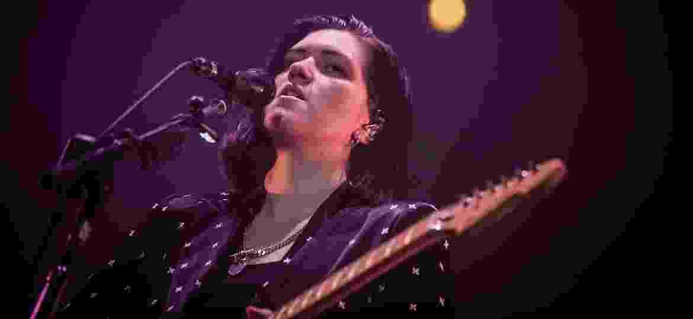 A cantora do The xx Romy Madley Croft durante a apresentação da banda no Lollapalooza, no autódromo de Interlagos, em São Paulo - Bruno Santos/UOL