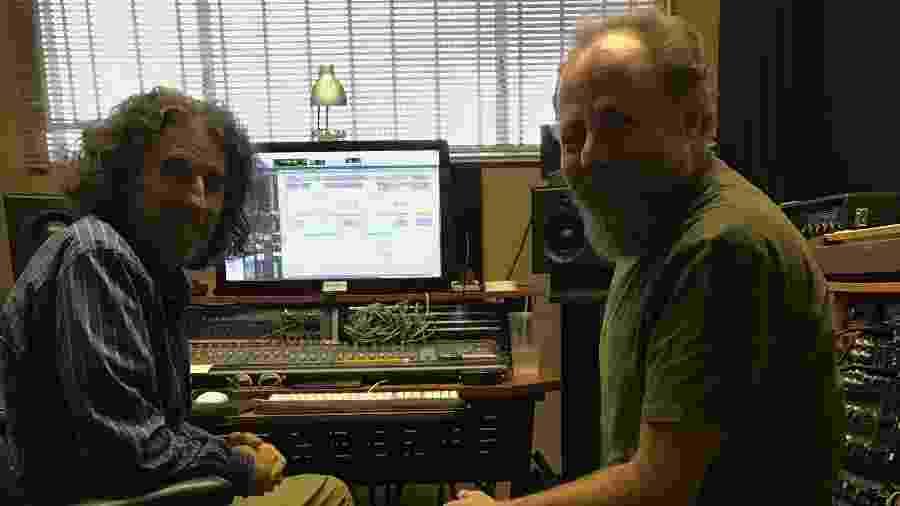 Mario Caldato Jr e Bi Ribeiro em Los Angeles durante mixagem do novo álbum do Paralamas do Sucesso - José Fortes