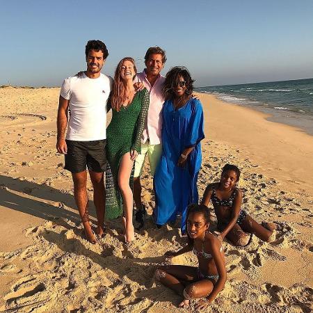 Xandinho Negrão, Marina Ruy Barbosa, Frederico e Glória Maria, com suas filhas - Reprodução/Instagram