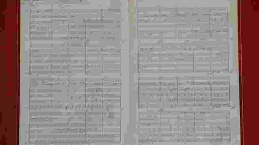 """Partitura original da clássica """"Eleanor Rigby"""", do álbum """"Revolver"""" (1966) - PA"""