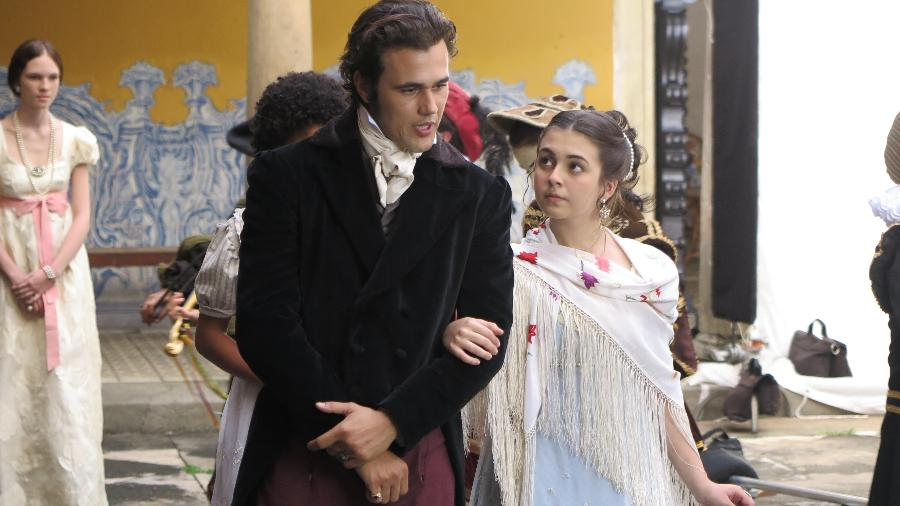 """Bruno Ferrari e Klara Castanho em cena do docudrama """"1817"""", que será exibido na TV Escola - Divulgação"""