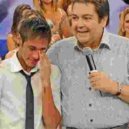 Neymar chora com Faustão no Arquivo Confidencial - Reprodução - Reprodução