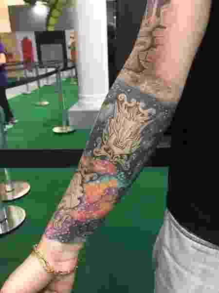 """Maicon Chiaparini """"fechou"""" o braço com tatuagens dos Cavaleiros do Zodíaco - Felipe Branco Cruz/UOL - Felipe Branco Cruz/UOL"""