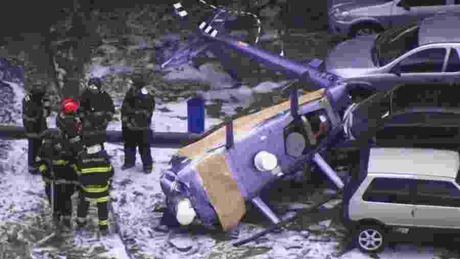 Helicóptero da RedeTV! cai no estacionamernto da emissora - Reprodução/TV Globo