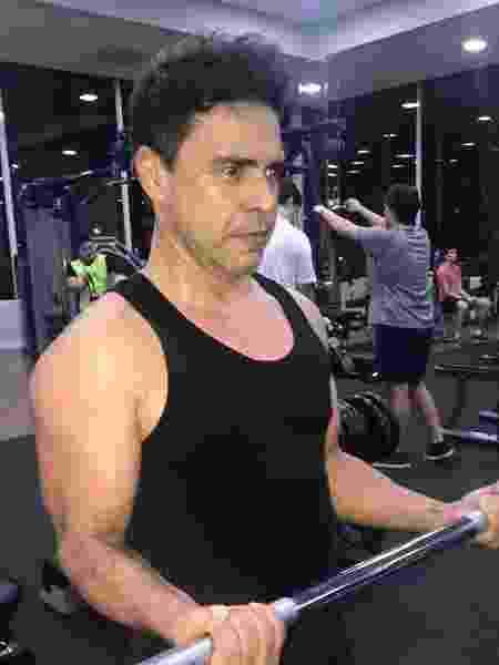 Zezé di Camargo exibe músculos durante malhação - Reprodução/Instagram