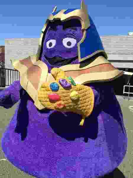 """Fã americana faz cosplay de Thanos misturado com o personagem Grimace, do McDonald""""s - Reprodução/Twitter"""
