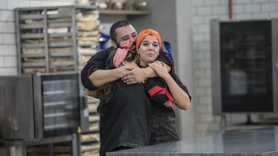 """Luiz e Iara (direita) estão na final de """"Batalha dos Confeiteiros"""" - Edu Moraes/Record TV"""