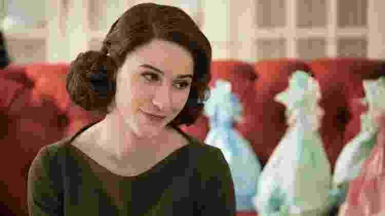 "Rachel Brosnahan como Midge Maisel em cena de ""The Marvelous Mrs. Maisel"" - Nicole Rivelli/Divulgação"