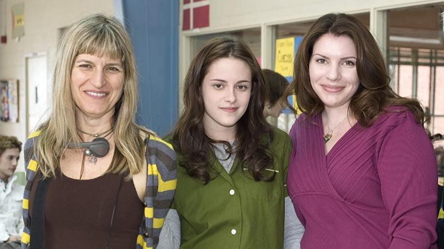 "Catherine Hardwicke, Kristen Stewart e Stephenie Meyer em set de ""Crepúsculo"" - Divulgação"