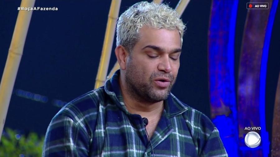 Evandro Santo fala com o apresentador Marcos Mion durante programa ao vivo - Reprodução/RecordTV