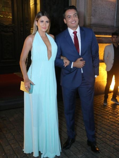 """Lívia Andrade e Léo Dias, do """"Fofocalizando"""", no casamento de Nicole Bahls - Daniel Pinheiro e Anderson Borde/AgNews"""