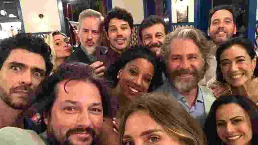 """Lilia Cabral e os amigos do elenco de """"O Sétimo Guardião"""" - Reprodução/Instagram/@lilia_cabral"""