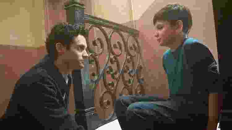 """Joe Goldberg (Penn Badgley) e Paco (Luca Padovan) em cena da série """"Você"""" - Divulgação - Divulgação"""