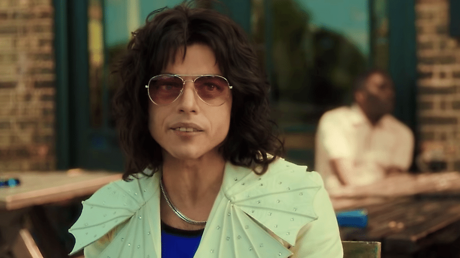 """Rami Malek em cena criticada de """"Bohemian Rhapsody"""" - Reprodução"""