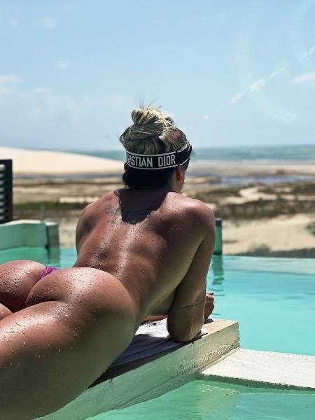 Juju Salimeni posa de topless e fio dental - Reprodução/Instagram