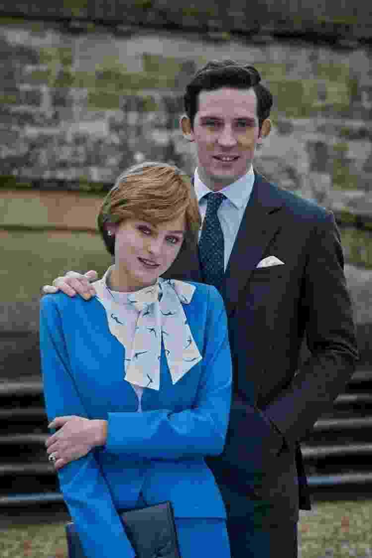 "Diana (Emma Corrin) e Charles (Josh O'Connor) posam juntos em ""The Crown"" - Des Willie/Netflix - Des Willie/Netflix"