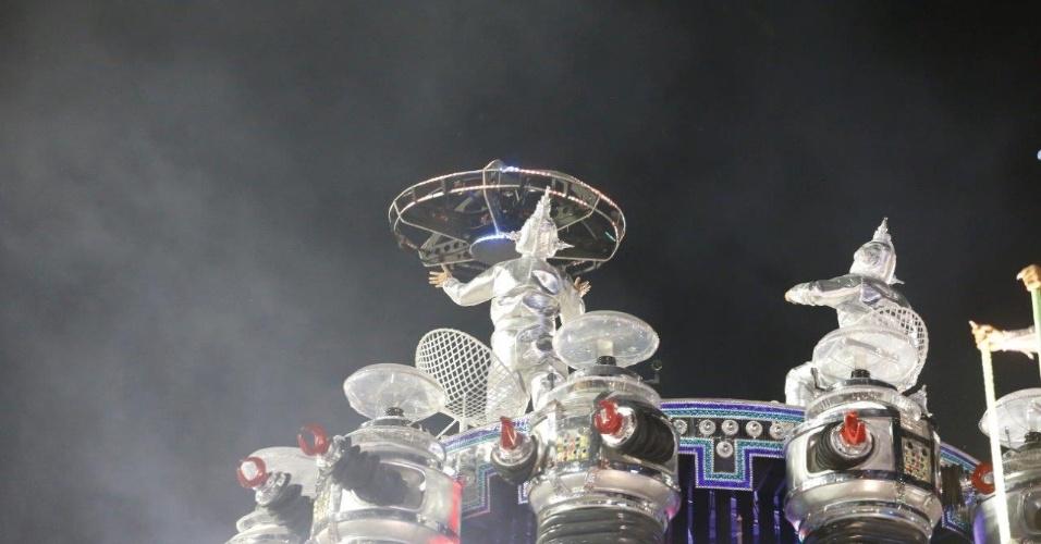 Concentracao portela9.fev.2016 -Ainda na concentração, a Portela impressinou com muita tecnologia em desfile produzido pelo carnavalesco Paulo Barros