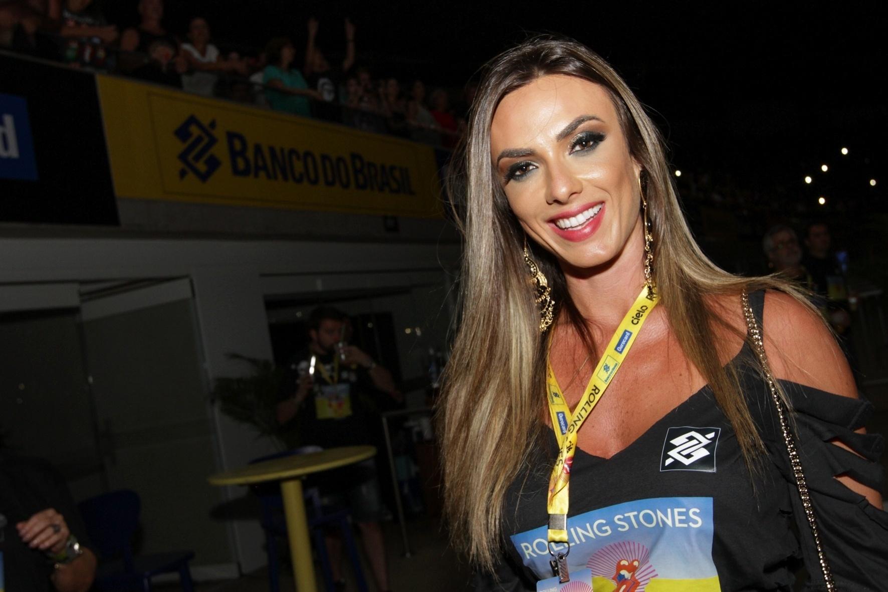 20.fev.2016 - A modelo e apresentadora Nicole Bahls curtiu o show dos Rolling Stones no Maracanã, no Rio