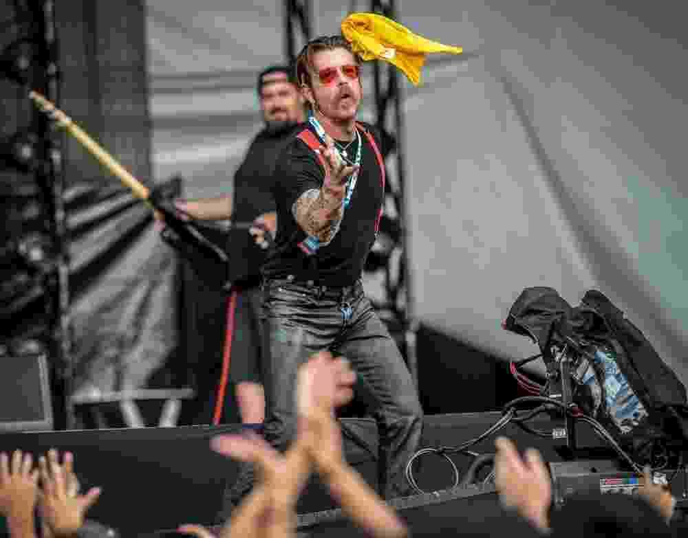 12.mar.2016 - O Eagles of Death Metal se apresenta no palco Onix no Lollapalooza Brasil 2016, em São Paulo - Francisco Cepeda/AGNews