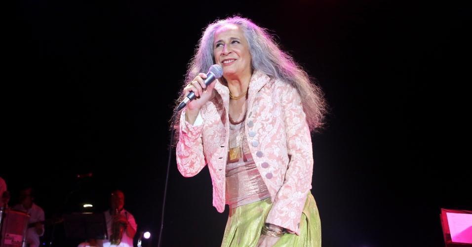 15.fev.2017 - Maria Bethânia se apresentou em São Paulo na noite de quarta-feira no Tom Brasil