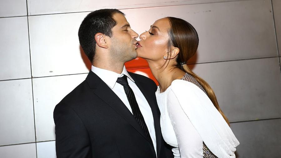 Sabrina Sato beija o namorado, Duda Nagle, durante evento em São Paulo - Brazil News
