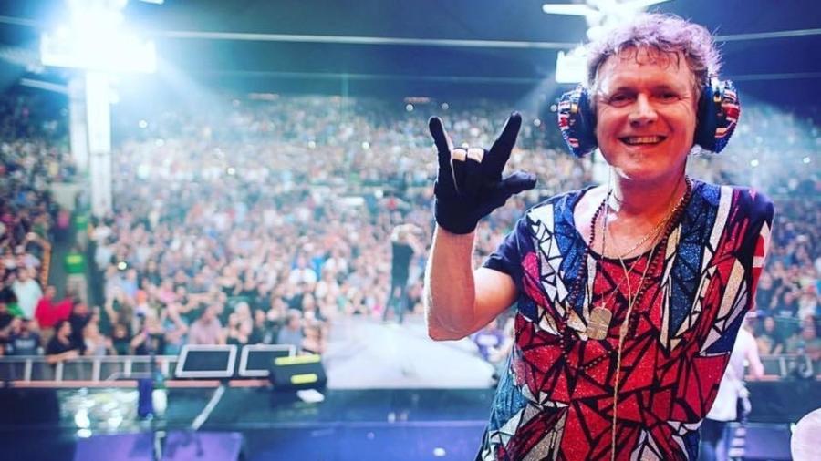 Rick Allen, baterista do Def Leppard, que perdeu inteiramente o braço esquerdo em um acidente de carro - Reprodução/Facebook