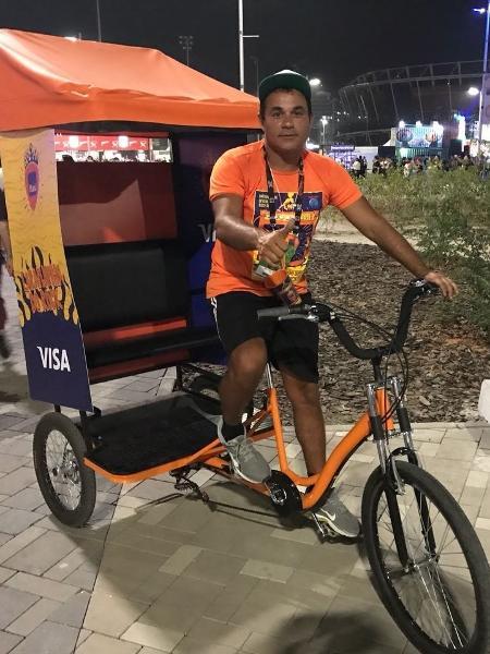 O ciclista James Santos de Brito, que manobra bikes dentro do Rock in Rio - Felipe Branco Cruz/UOL