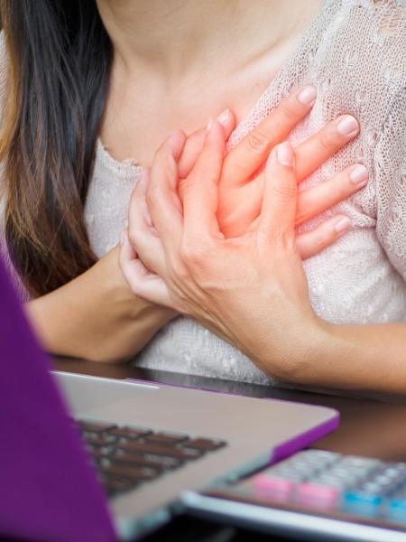 Fumar, ter diabetes ou ter pressão alta são fatores que aumentam as chances de um ataque cardíaco - iStock