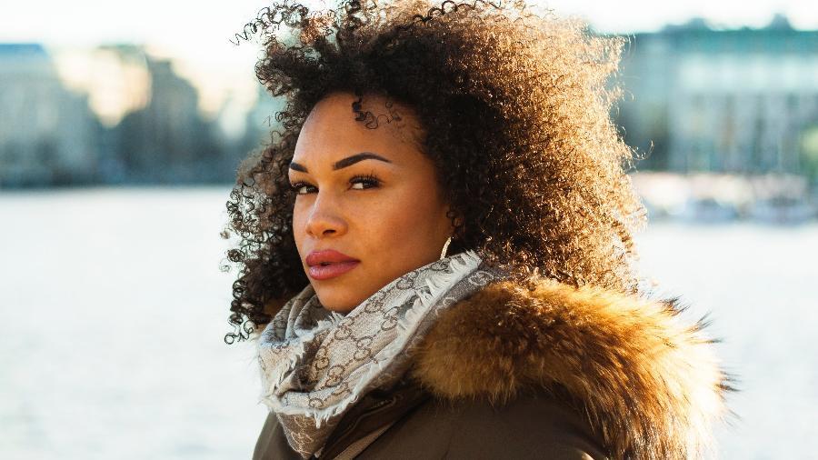 De acordo com estudo dos EUA, mulheres negras com cabelo natural têm menos chance no mercado de trabalho - nappy/@sebastianlibuda