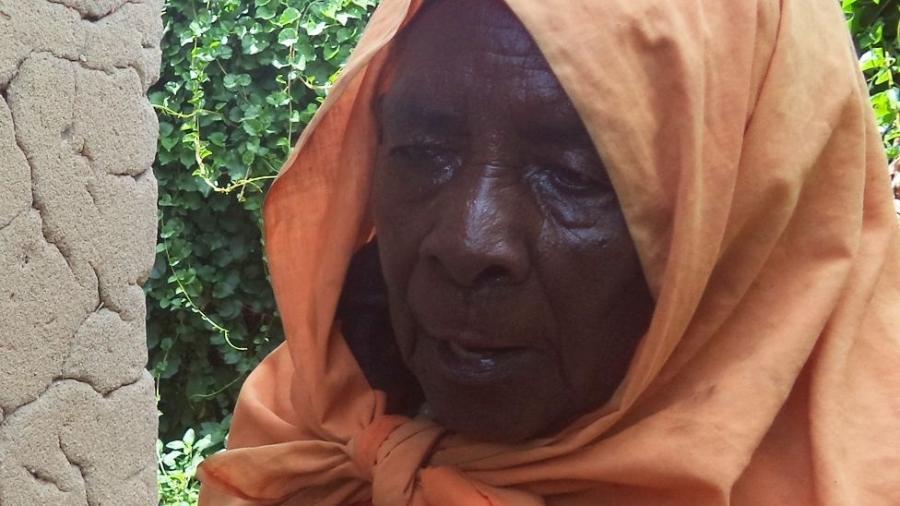 Zura Karuhimbi fingiu ser bruxa para salvar dezenas de pessoas que escondia em casa - Jean Pierre Bucyensenge