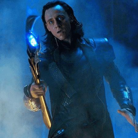 """Loki (Tom Hiddleston) em cena de """"The Avengers: Os Vingadores"""" (2012) - Reprodução"""