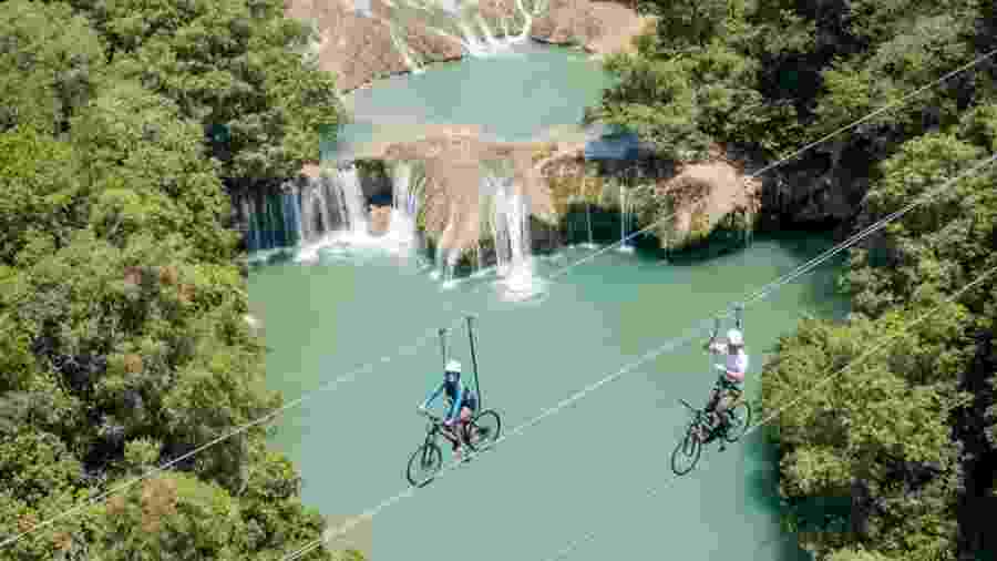 No interior mexicano, turistas pedalam sobre uma área de beleza paradisíaca - Divulgação/AdventureLand