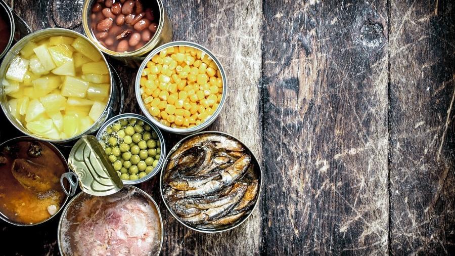 Alguns alimentos enlatados, principalmente com baixo teor de sódio, podem ser consumidos com moderação - iStock