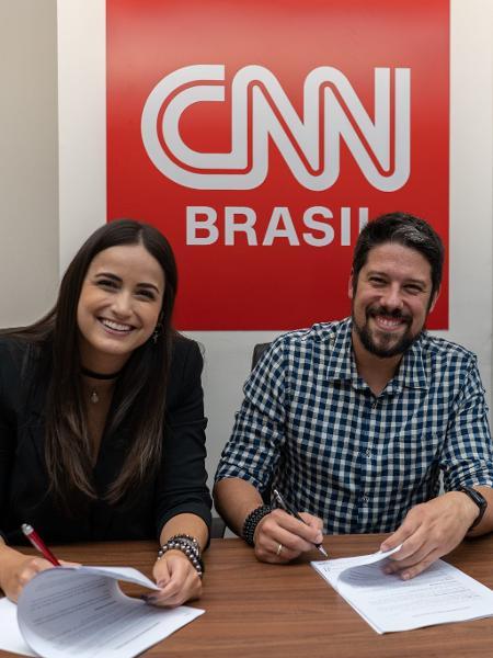 Douglas Tavolaro, Phelipe Siani e Mari Palma no momento da assinatura do contrato - CNN Brasil