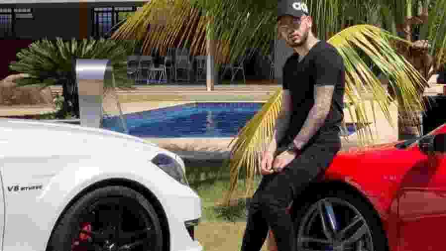 Kevinho posa com carros no Instagram - Reprodução