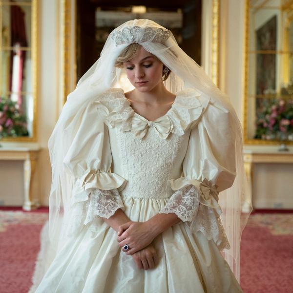 A atriz Emma Corrin como a princesa Diana em 'The Crown'