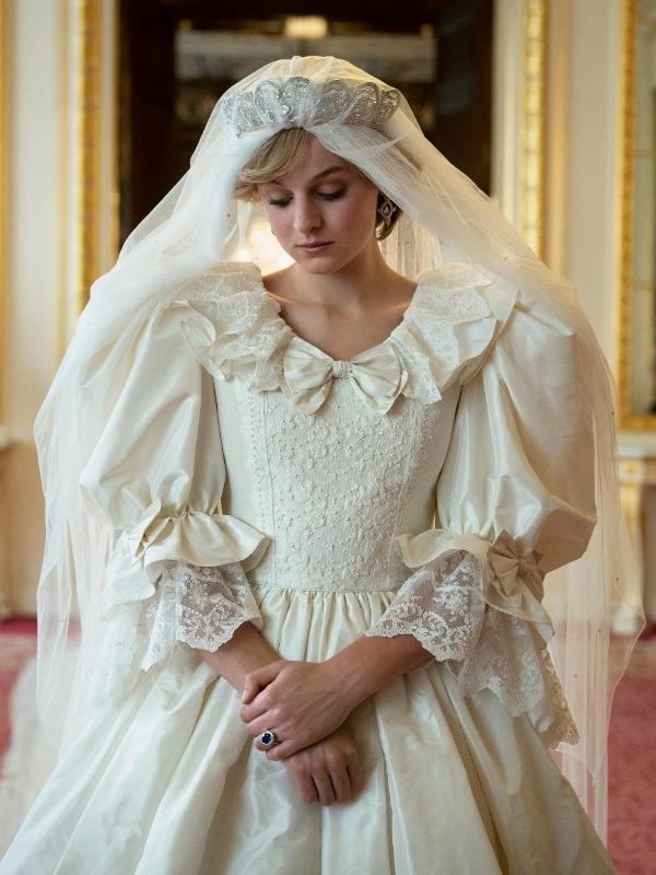 """A atriz Emma Corrin como a princesa Diana em """"The Crown"""""""