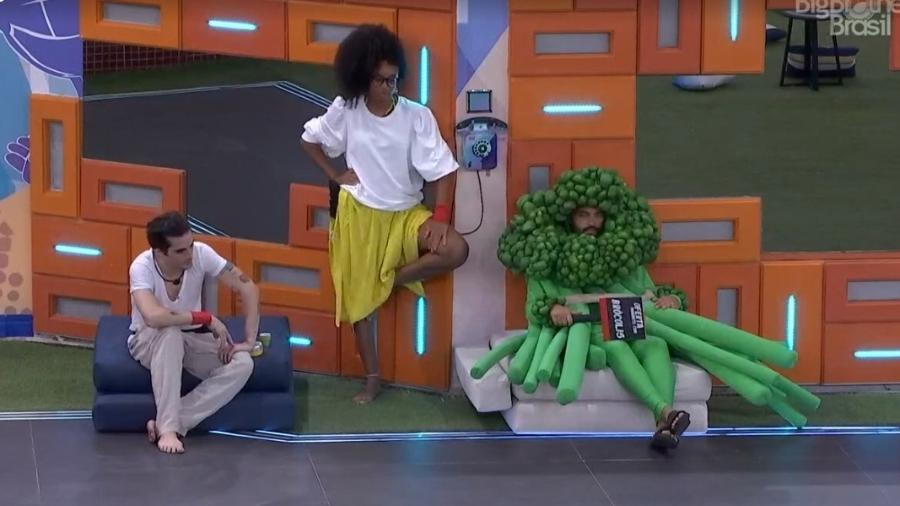 BBB 21: Projota e Lumena conversam ao lado do big fone - Reprodução/ Globoplay