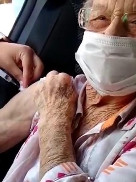 Palmirinha recebe a segunda dose da vacina contra a covid-19 - Reprodução/Instagram